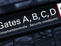 Zugang zu den Gates am Flughafen