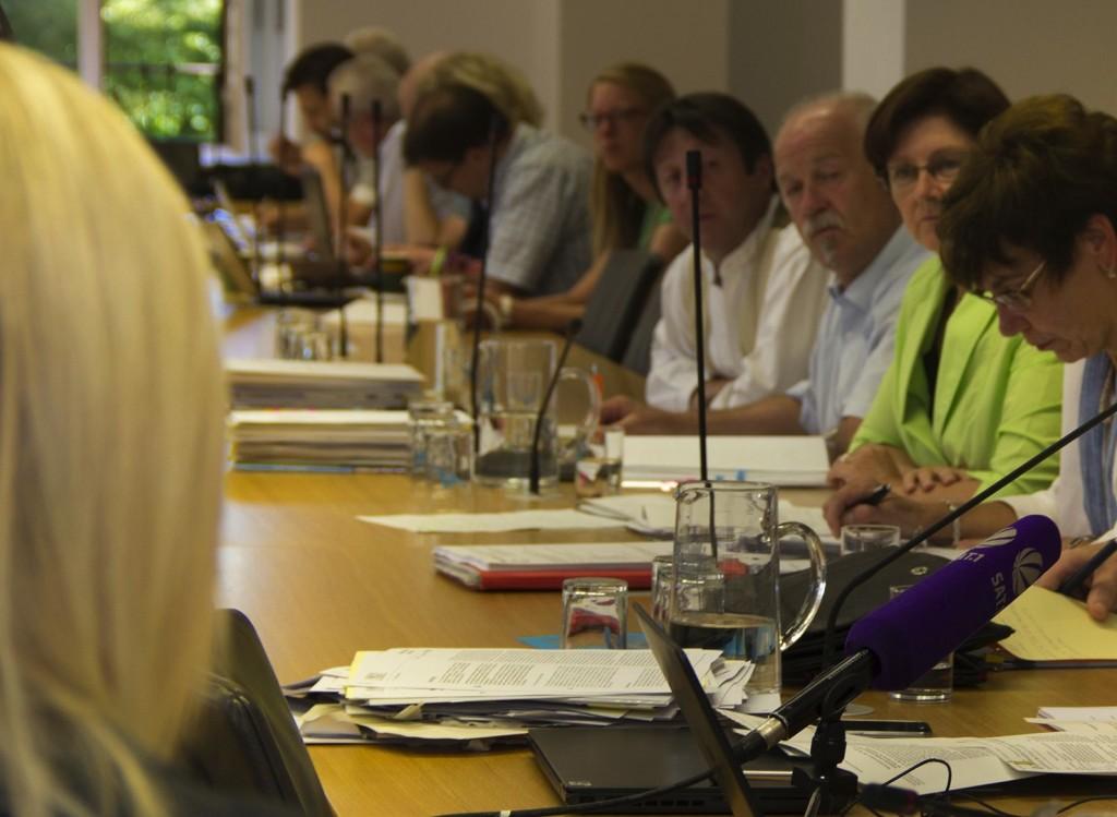In der Sondersitzung des Umweltausschusses musste sich Ministerin Ulrike Scharf den Fragen der Abgeordneten stellen. (Foto: Pressestelle SPD-Landtagsfraktion)
