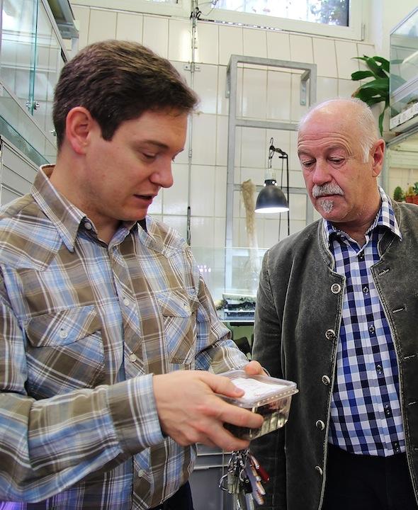 Benno Zierer im Gespräch mit Patrick Boncourt von der Auffangstation für Reptilien (Foto: Beate Hones)