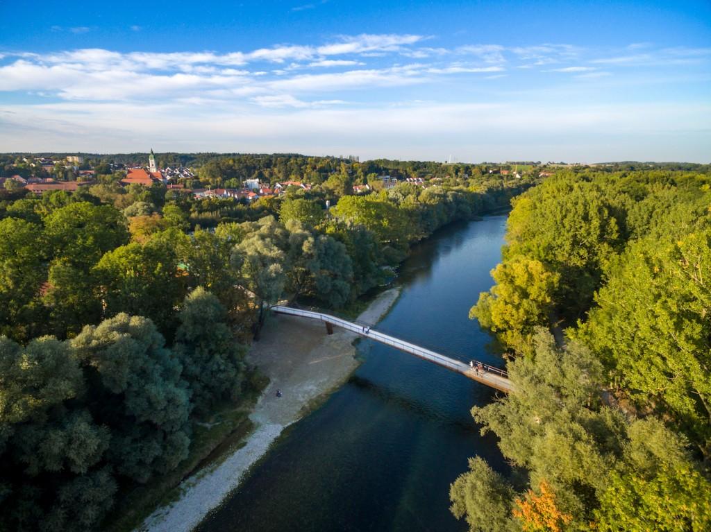 Die Isarau bei Freising ist wertvoller Naturraum und beliebtes Naherholungsgebiet. (Foto: Copter Company)